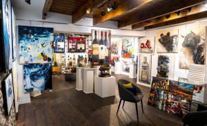 Intérieur de la galerie d'art l'Esprit Créatif